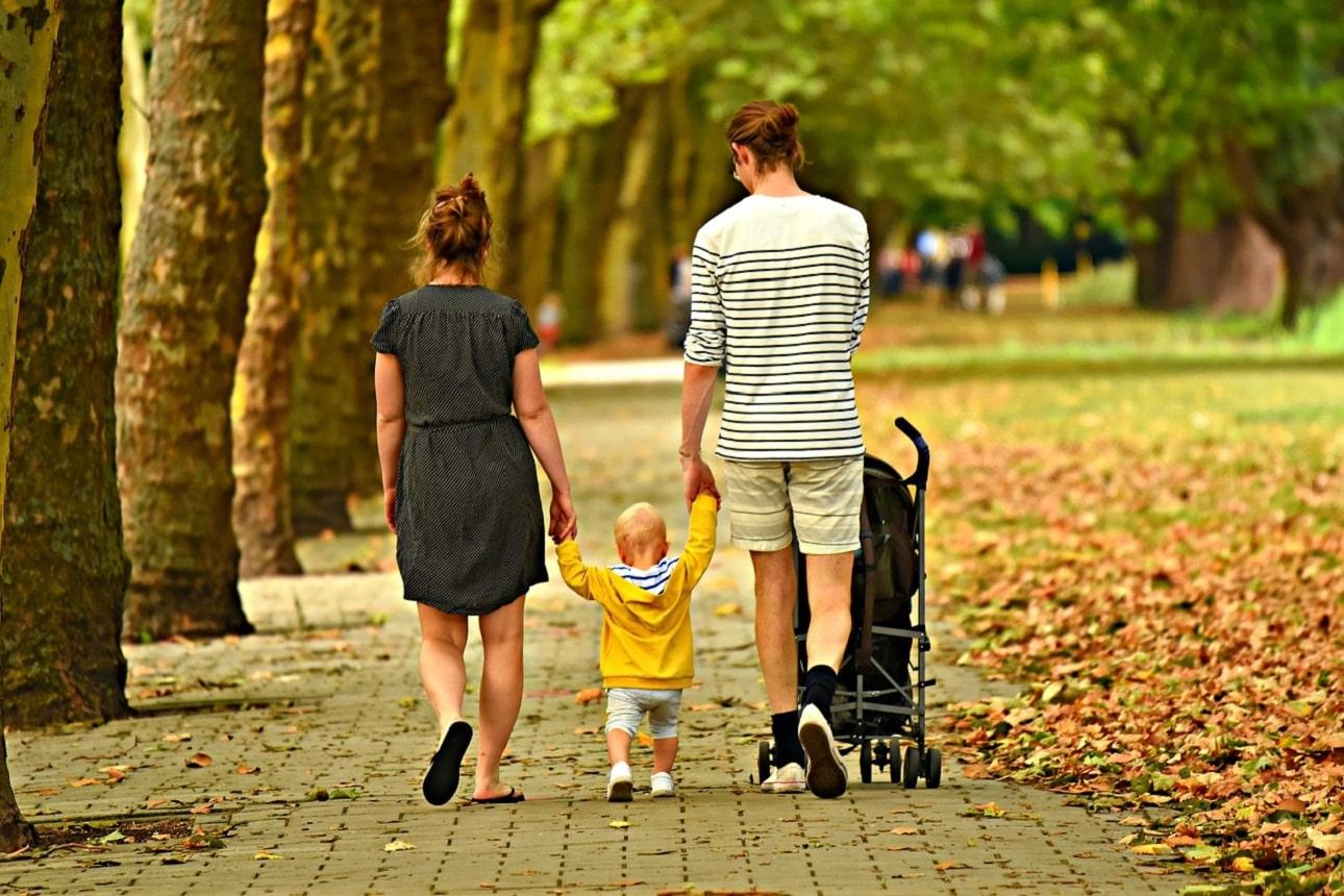 Kiedy kupić wózek dla dziecka? Czy można przed porodem i jaki wybrać?