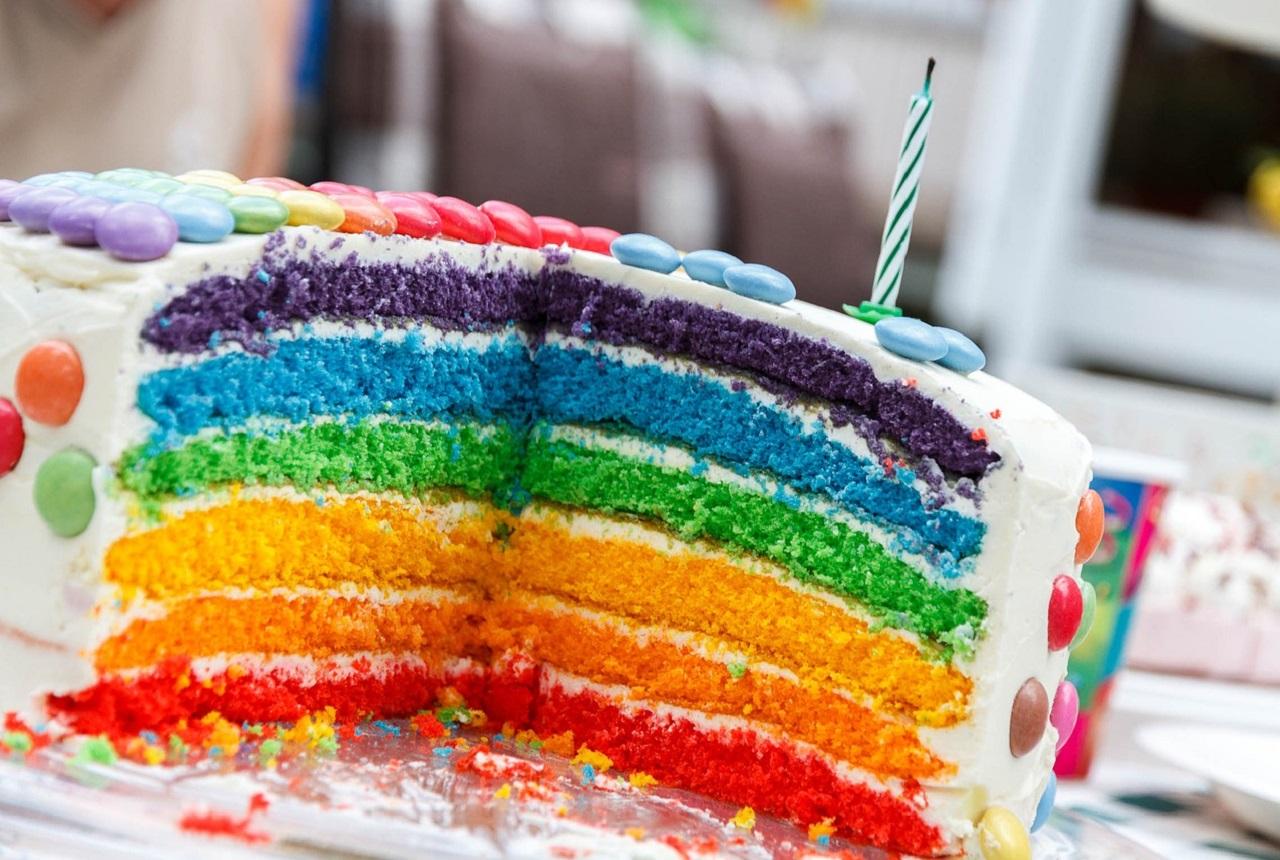 Kinder party w domu: menu, dekoracja i zabawy – co będzie Ci potrzebne?