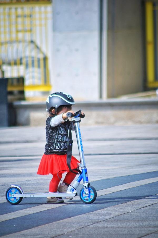 Hulajnoga dla dziewczynki i dla chłopca – nasz autorski ranking najlepszych propozycji
