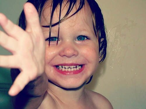Zabawki do kąpieli dla rocznego dziecka, 3 latka i 5 latka – propozycje zabawek do wanny dla dzieci