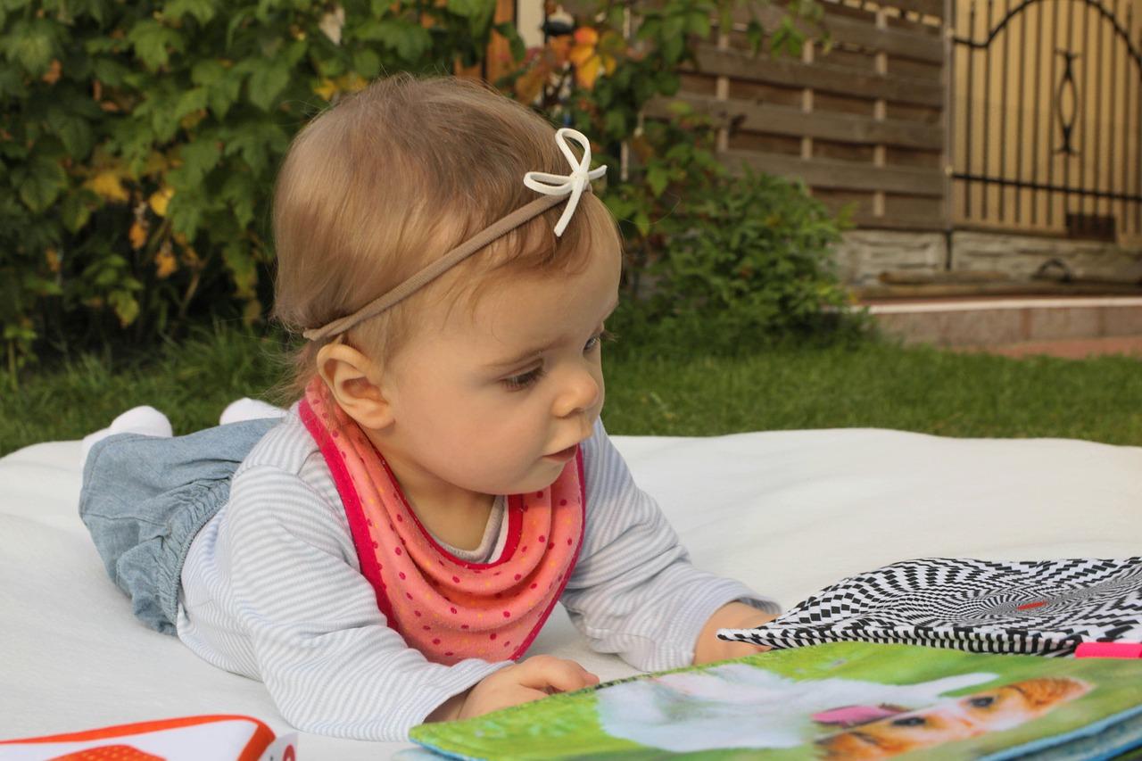 Zabawki sensoryczne dla niemowląt, półrocznego i rocznego dziecka: jak działają i czy warto?