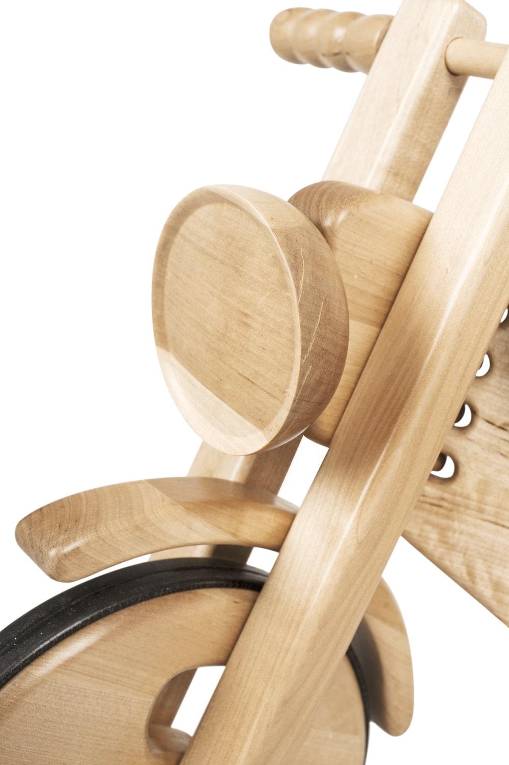 Motorek na biegunach Kandu Toys drewniany