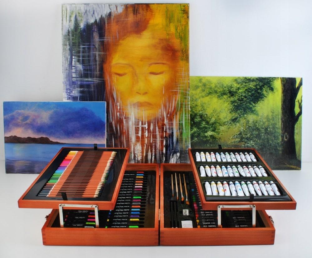 zestaw artystyczny w drewnianej walizce