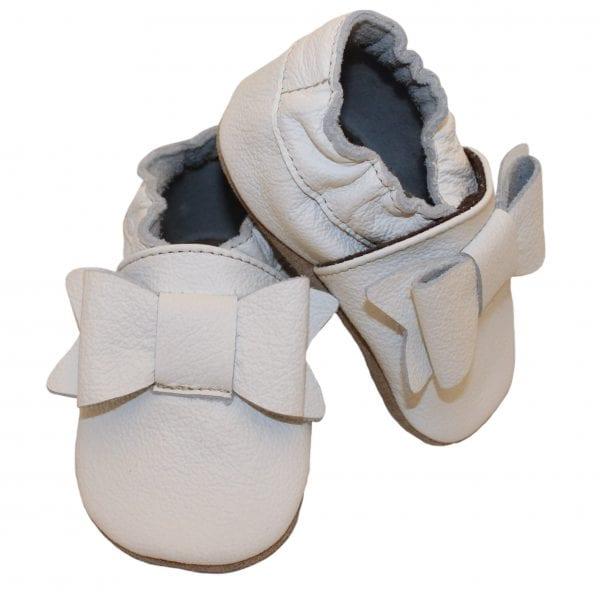 Pierwsze buciki dla niemowlaka białe Babice