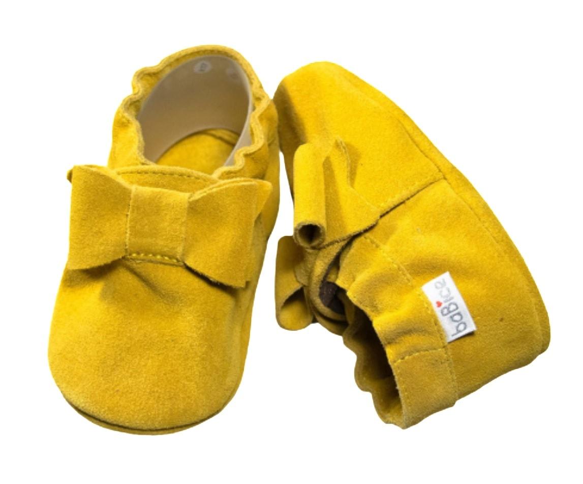 Pierwsze buciki dla niemowlaka żółte