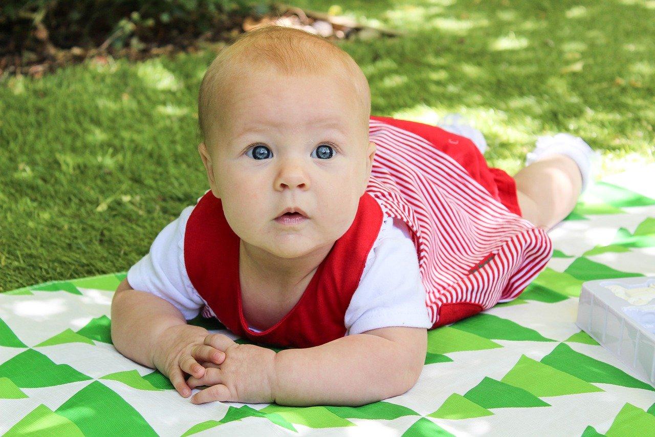 Jak ubrać niemowlę na 15, 20, lub 25 stopni na spacer