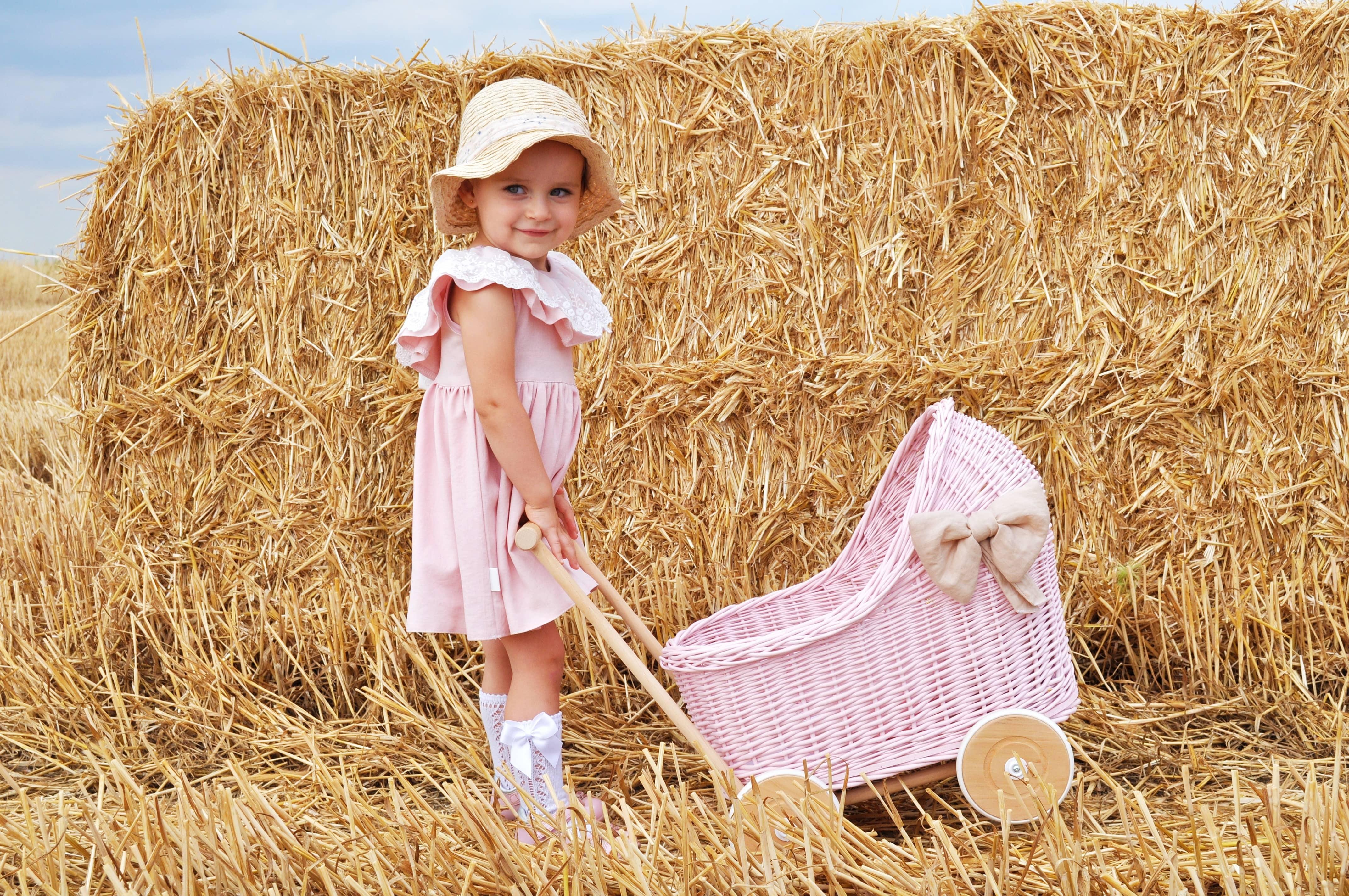 Wiklinowy wózek dla lalek różowy