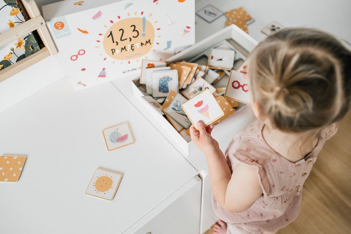 Wspomagajki 1,2,3! Układam PORY ROKU - układanka- gra pamięciowa dla dzieci od 2 lat